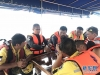 7月8日,在泰国普吉,来自民间的公羊救援队与普吉蓝海救援队成员制定救援方案。