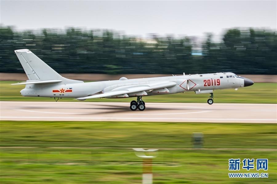 中国空军轰—6K轰炸机进行飞行训练,备战国际军事比赛(7月12日摄)。新华社发(杨盼 摄)