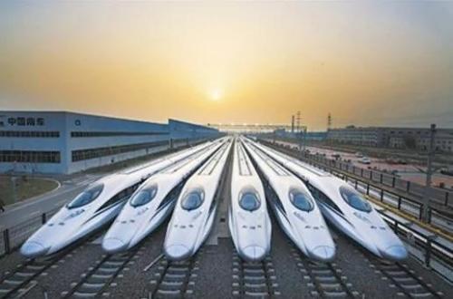 """走出国门,多线开花的中国高铁可以说在""""一带一路""""战略中起着决定性的作用。"""