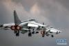 中国空军歼轰—7A歼击轰炸机进行飞行训练,备战国际军事比赛(7月12日摄)。新华社发(杨盼 摄)