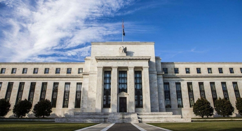 """鲍威尔在上周四的采访中,也提到了美国经济的这幅相对靓丽的景象。鲍威尔表示,他相信美国经济仍处于""""良好状态"""",最近的政府税收与支出计划可能会在未来三年提振国内生产总值(GDP)。"""