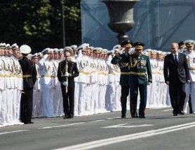 俄罗斯在圣彼得堡举行海军节阅兵