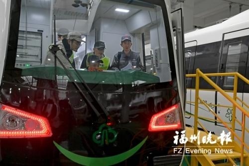 地铁2号线工作人员多半春节没放假 年夜饭轮流吃