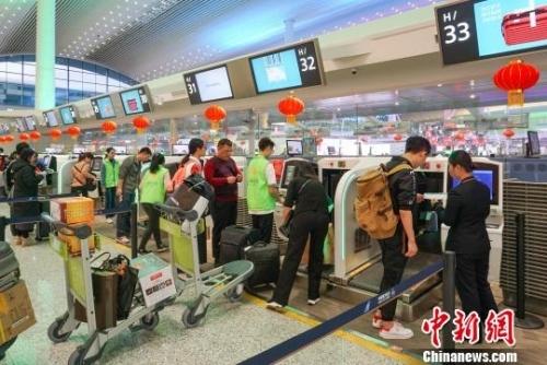 春节黄金周广州白云机场客流超145万刷新多项历史纪录