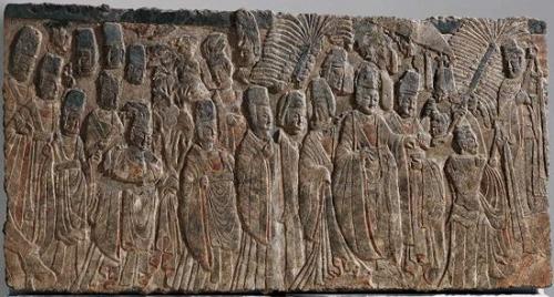 (图四)皇帝礼佛图 北魏 彩绘石灰岩 高208.3 厘米,宽393.7 厘米美国大都会艺术博物馆藏