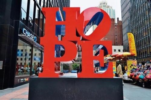 罗伯特·印第安纳《HOPE》雕塑于纽约第六大道