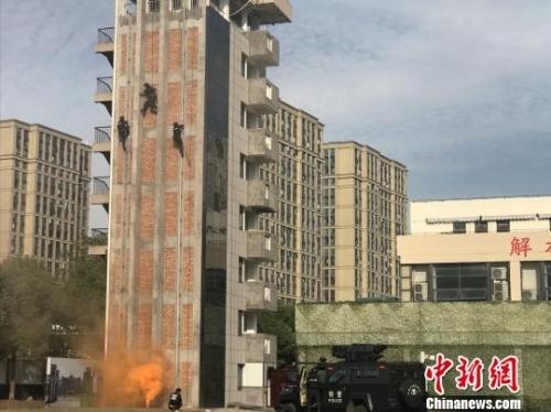 杭州市公安局特警支队反恐演练现场。(资料图) 张斌 摄