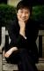 她8岁随父母移民澳大利亚,大学时加入工党,凭着过人实力,在仕途上平步青云,先后于2002和2007年成为澳大利亚首位华人上议院议员和内阁部长。她一直认为澳大利亚未来繁荣与亚洲国家的关系息息相关,致力推动澳中关系。资料图